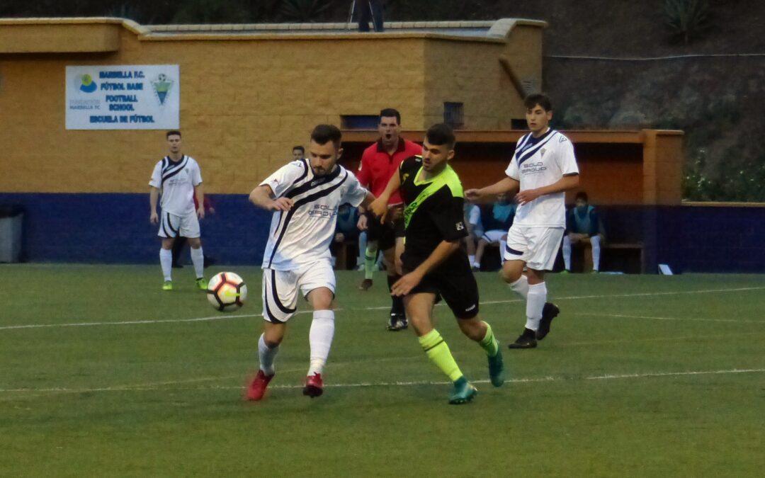 El Atlético Marbella suma un punto en el descuento ante El Palo B (2-2)